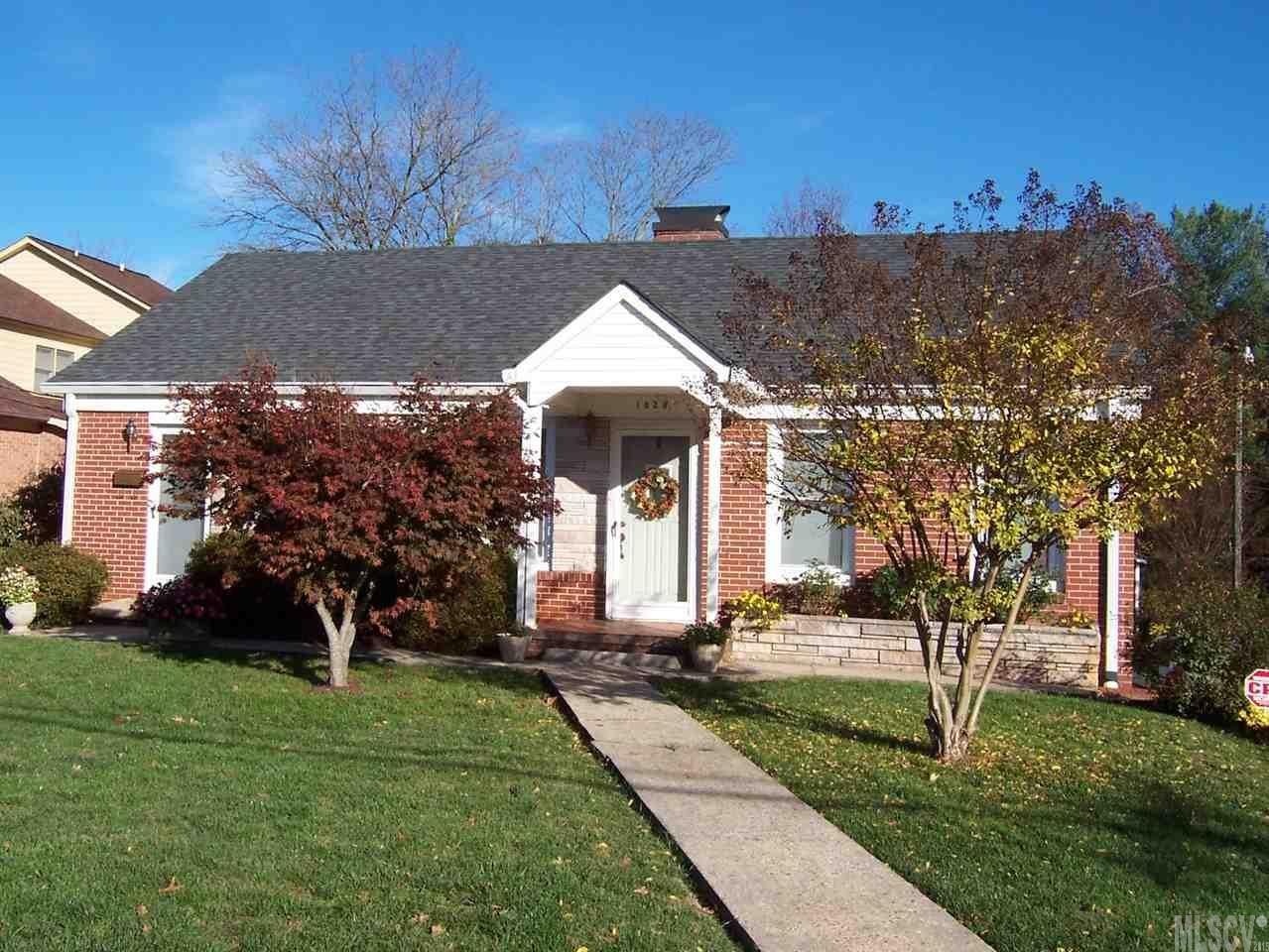 1028 4th Street Dr NW, Hickory, NC 28601