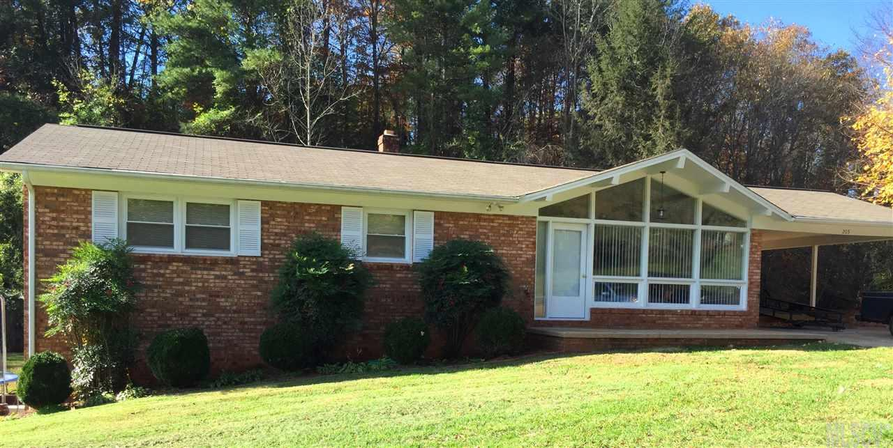205 Valley Rd, Hickory, NC 28601