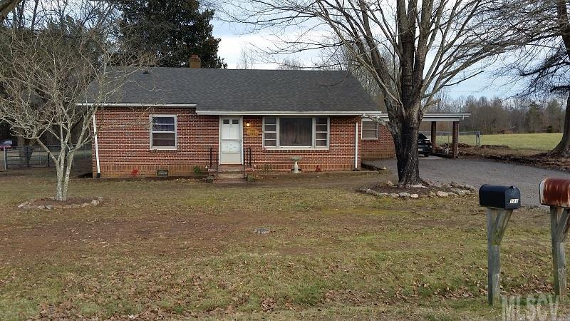 1988 Sigman St, Hickory, NC 28602