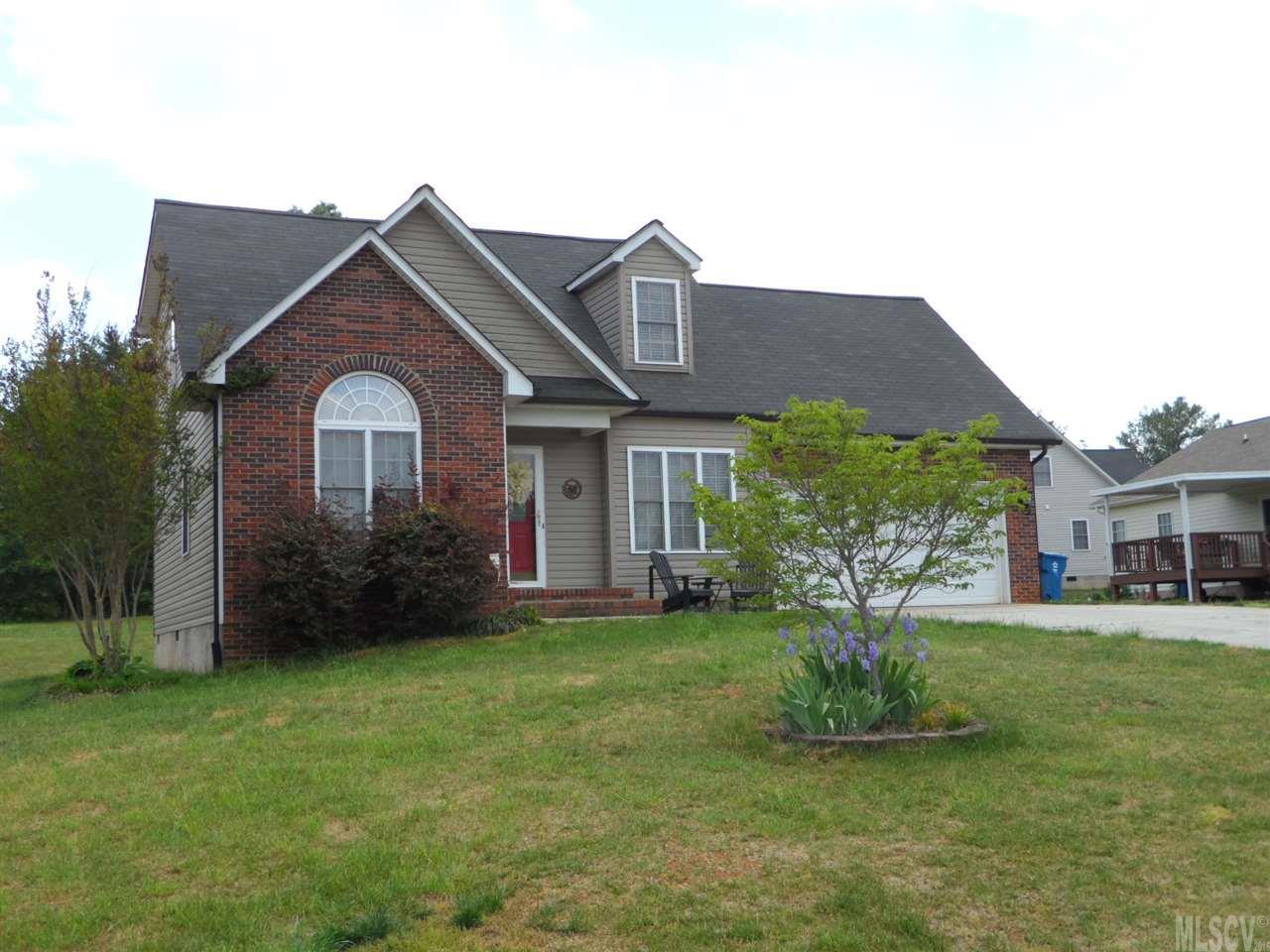 307 Pine Meadows Cir, Hickory, NC 28601