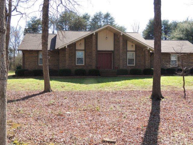 2845 Twin Oaks St, Claremont, NC 28610