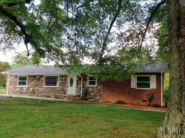 1824 8th Street Dr NE, Hickory, NC 28601