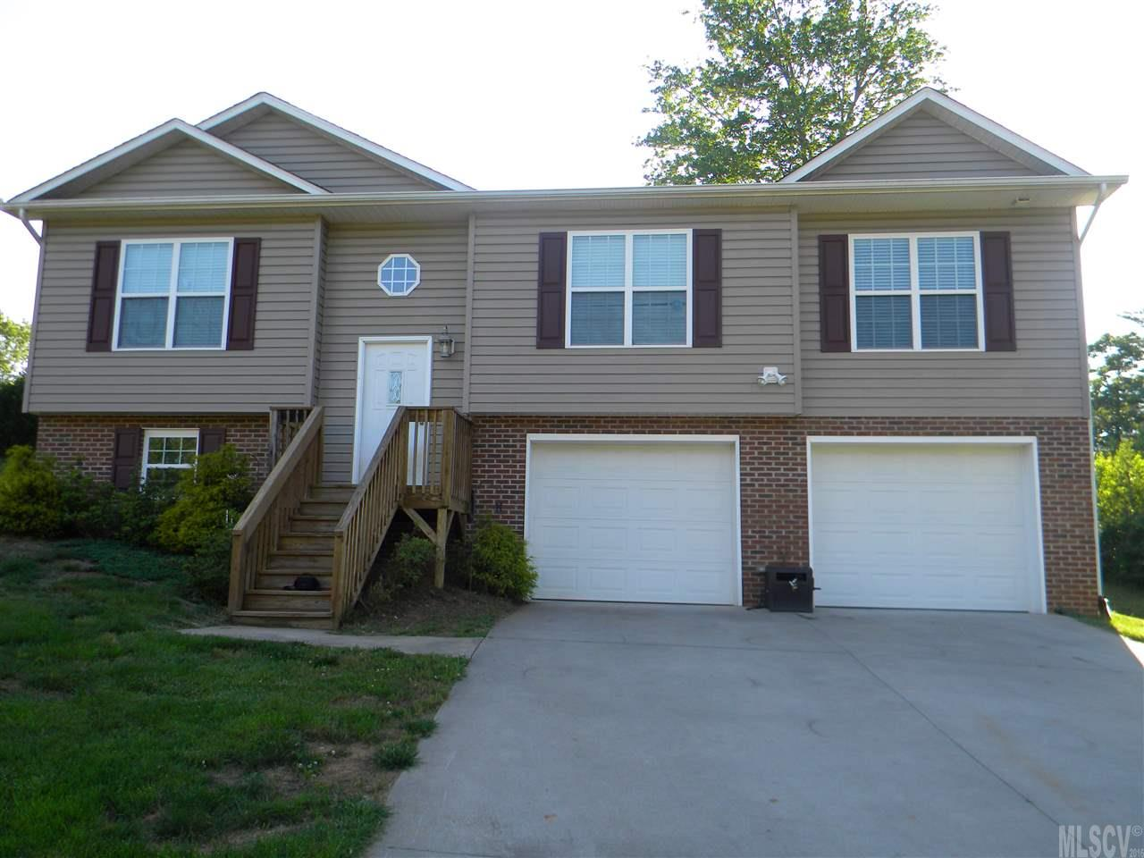 213 Pine Meadows Cir, Hickory, NC 28601