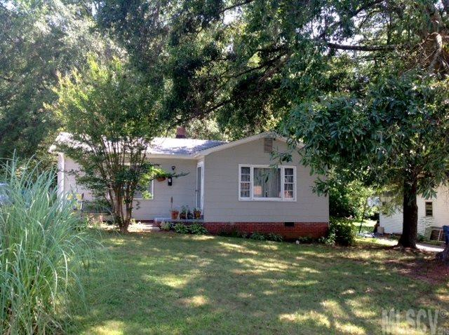 2829 1st Ave Nw, Hickory, NC 28601