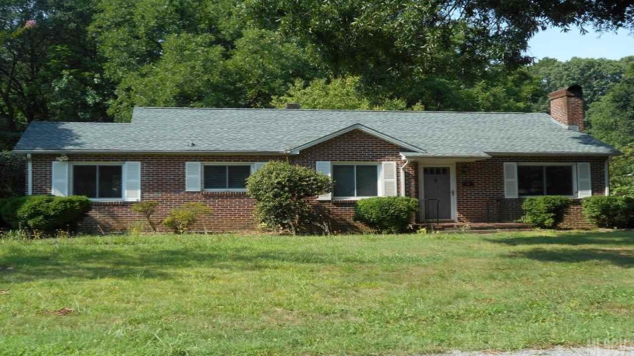 941 6th Ave Dr Nw, Hickory, NC 28601