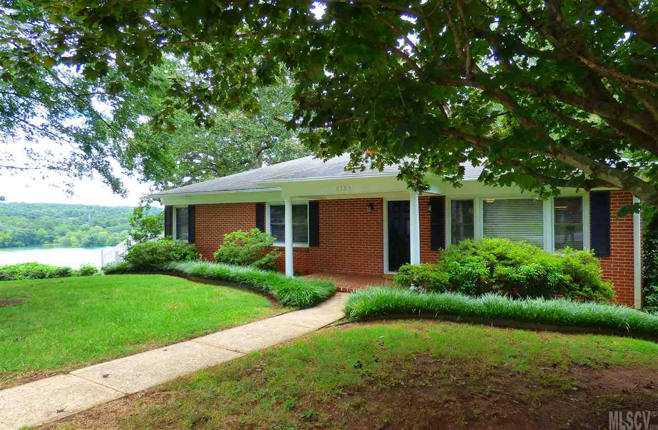 6733 Lakeview Ter, Hickory, NC 28601