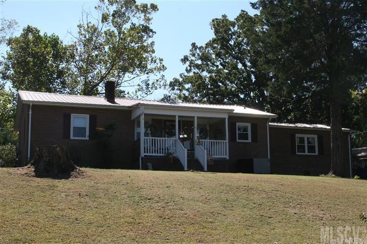 68 Family Circle Dr, Taylorsville, NC 28681
