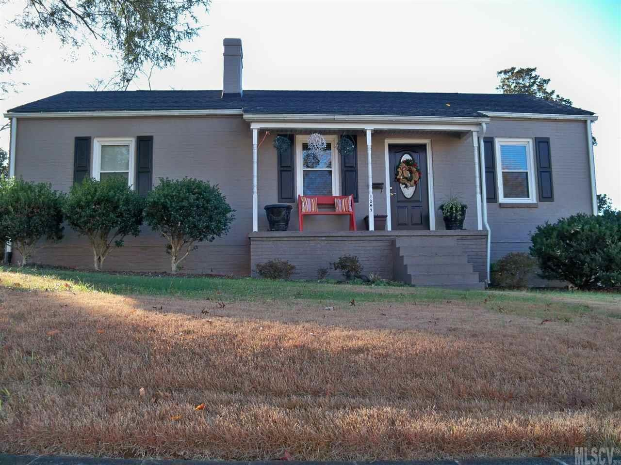 1247 11th St NW, Hickory, NC 28601