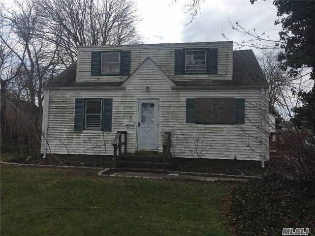 Photo of 38 Harris St  Patchogue  NY