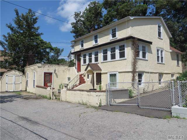 Photo of 19 Irving Ct  Oyster Bay  NY