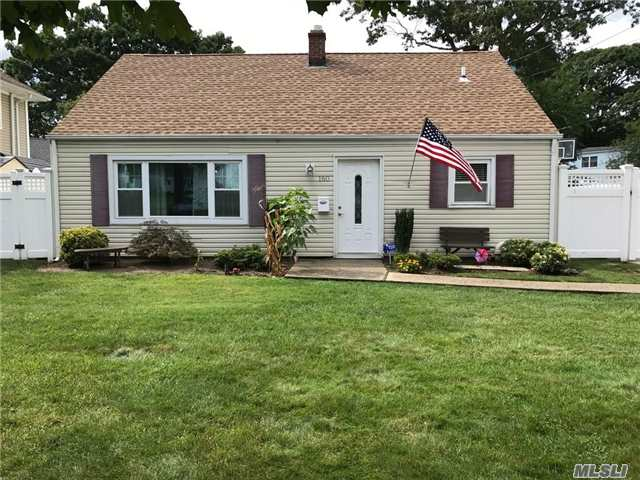 Photo of 160 Cartwright Blvd  Massapequa Park  NY