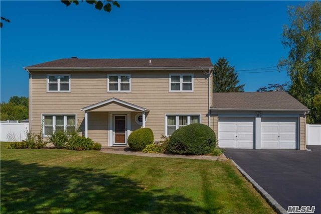 Photo of 103 Clay Pitts Rd  Greenlawn  NY