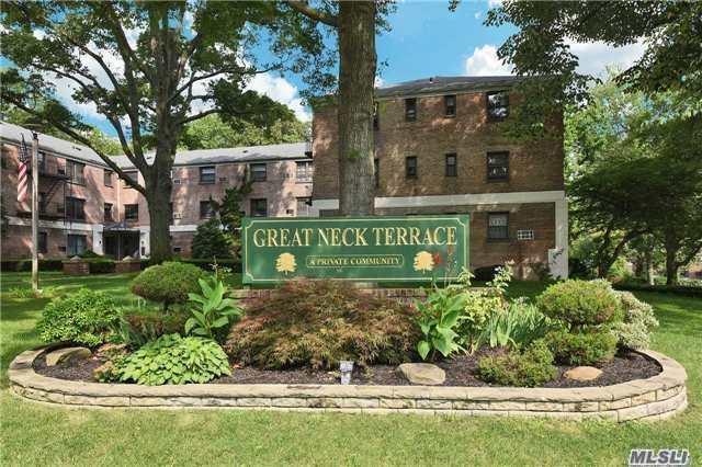 Photo of 8 Terrace Cir  Great Neck  NY