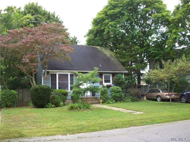 Photo of 306 Aster Rd  West Islip  NY