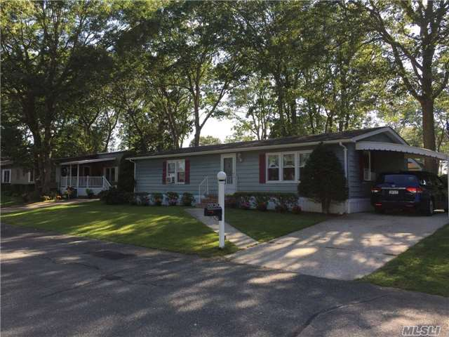 Photo of 1661-468 Old Country Rd  Riverhead  NY