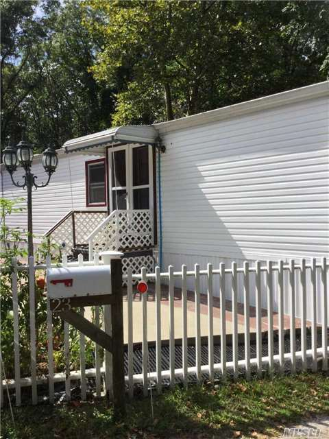 Photo of 277 Old Country Rd  Riverhead  NY