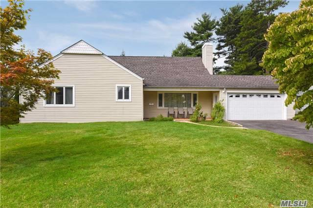 Photo of 33 Bluebird Dr  East Hills  NY
