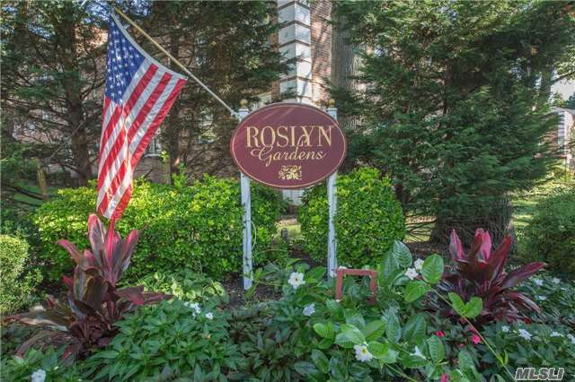 Photo of 18 Edwards St  Roslyn Heights  NY