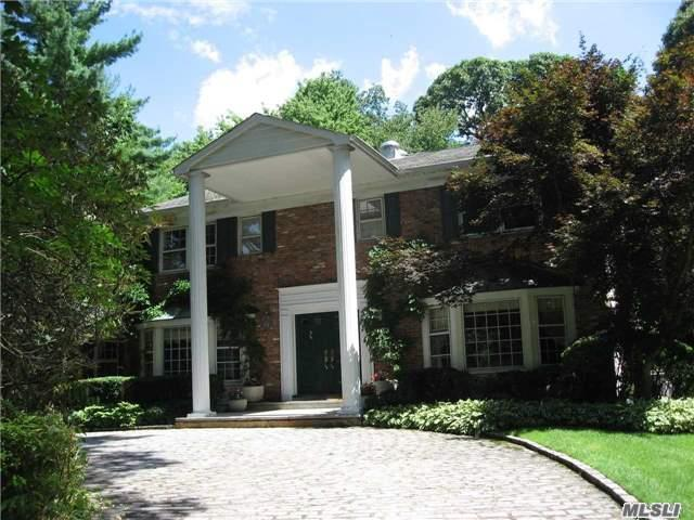 6 Rolling Dr Brookville, NY 11545