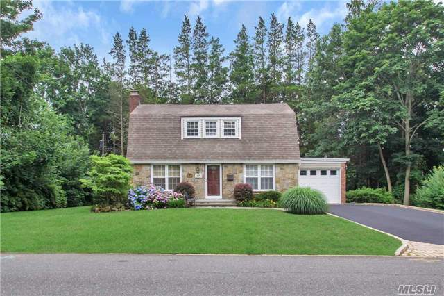 Photo of 185 Village Rd  East Hills  NY