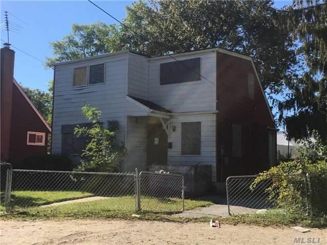 Photo of 810 Mount Ave  Wyandanch  NY