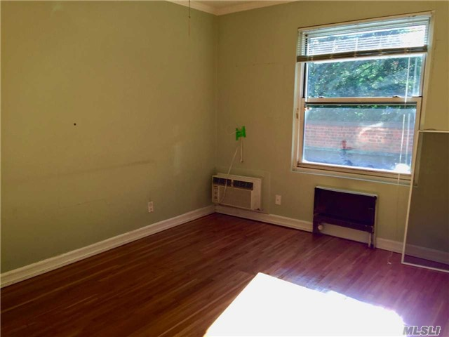 Co-Op, Rental Home - Lawrence, NY (photo 4)