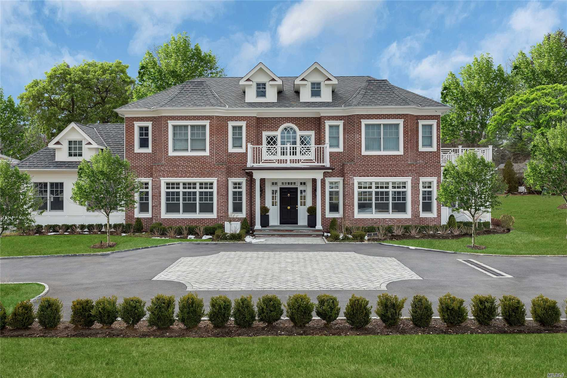 8 Red Ground Rd Old Westbury, NY 11568