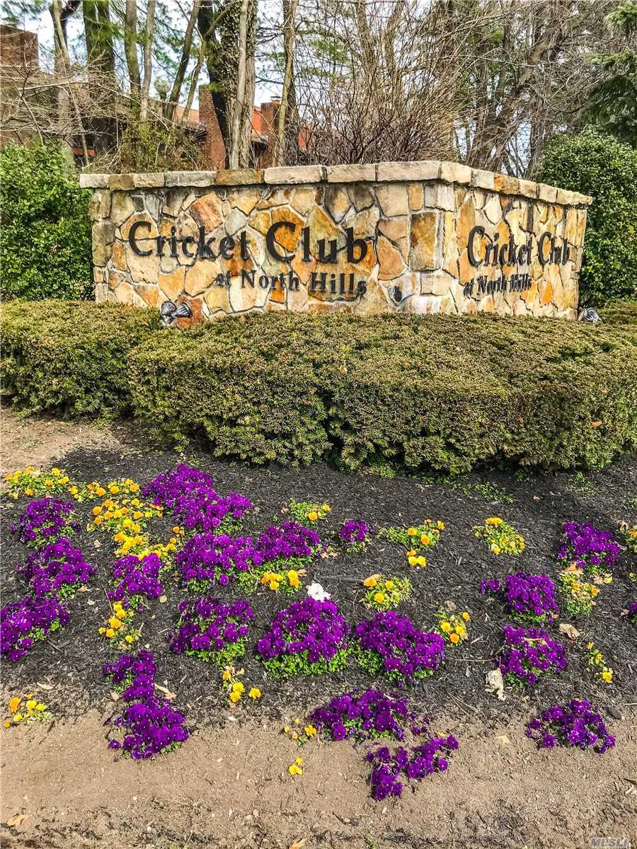37 Cricket Club Dr Roslyn, NY 11576