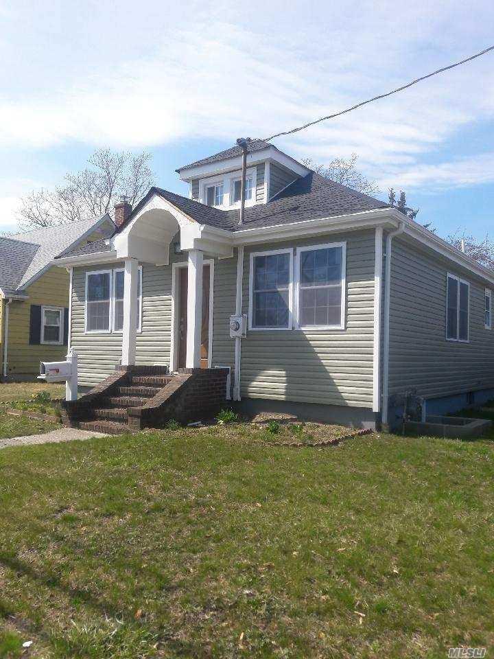 21 Roosevelt St Bay Shore, NY 11706