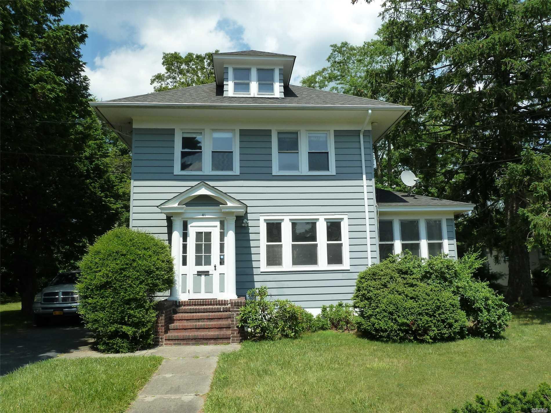41 Community Rd Bay Shore, NY 11706