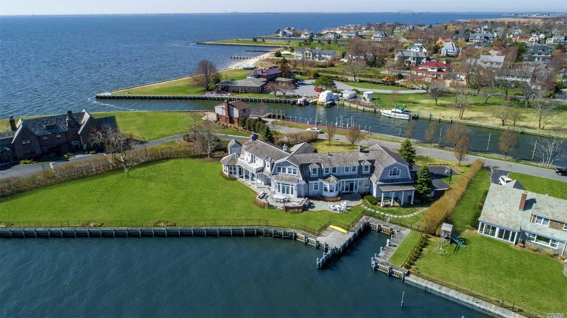 65 Lawrence Ln Bay Shore, NY 11706