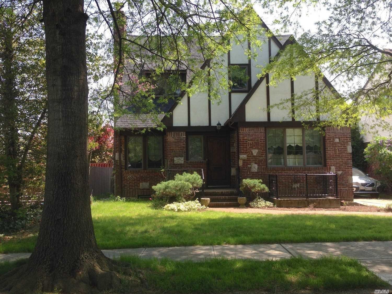 48 York St Malverne, NY 11565