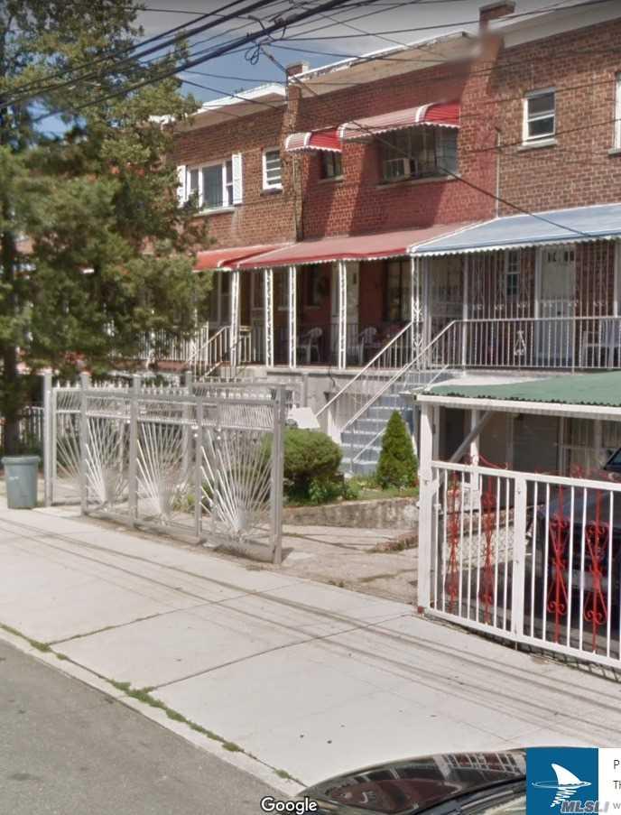 1047 E 214 St Bronx, NY 10469