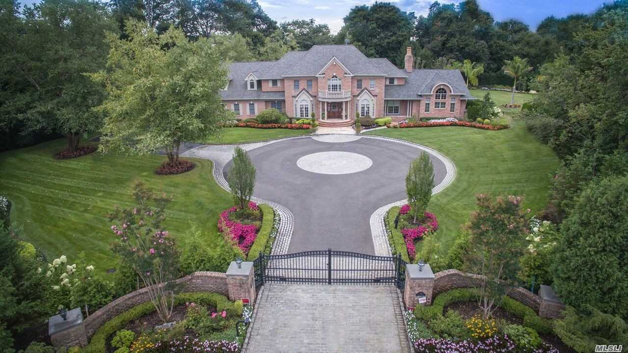 8 Clover Ct Muttontown, NY 11732
