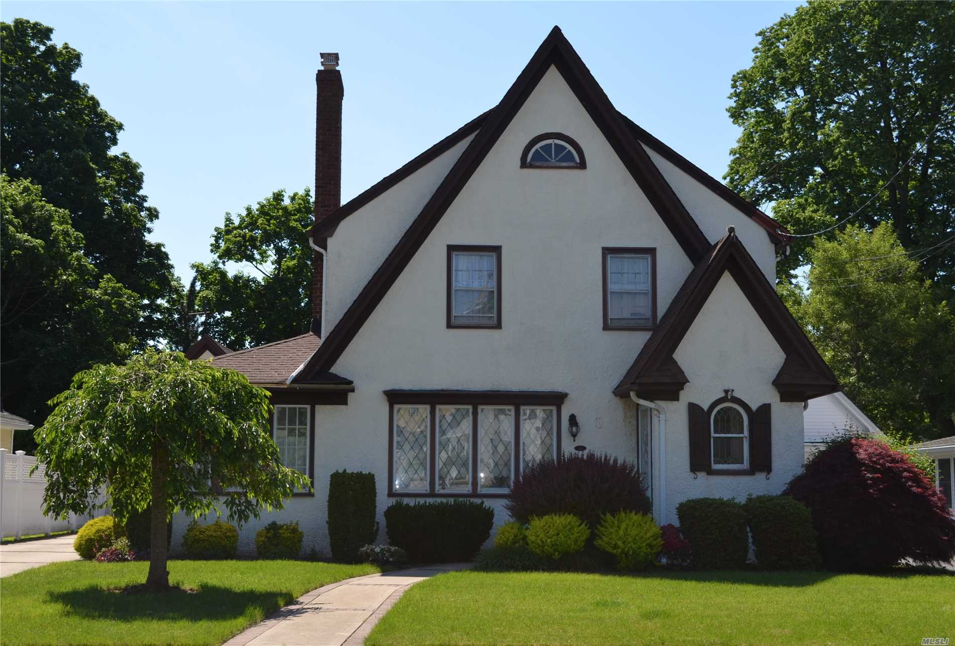 169 Buckingham Rd W. Hempstead, NY 11552