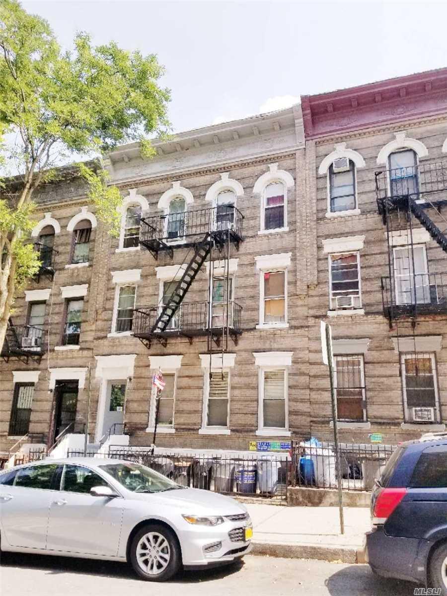 561 50th St Brooklyn, NY 11220