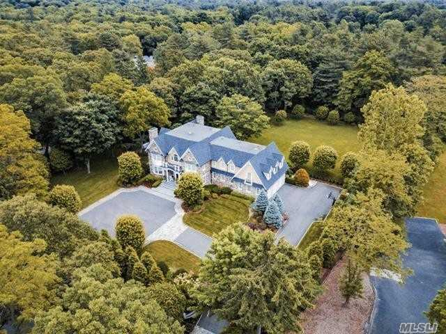 160 Brookville Rd Muttontown, NY 11545