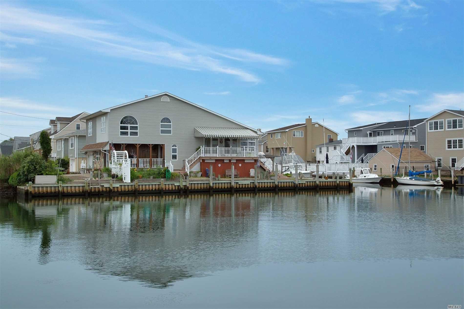 40 Flint Rd Amity Harbor, NY 11701
