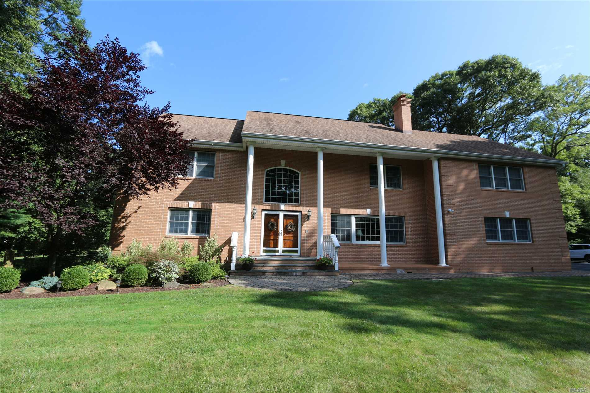 9 Knollwood Rd Muttontown, NY 11545