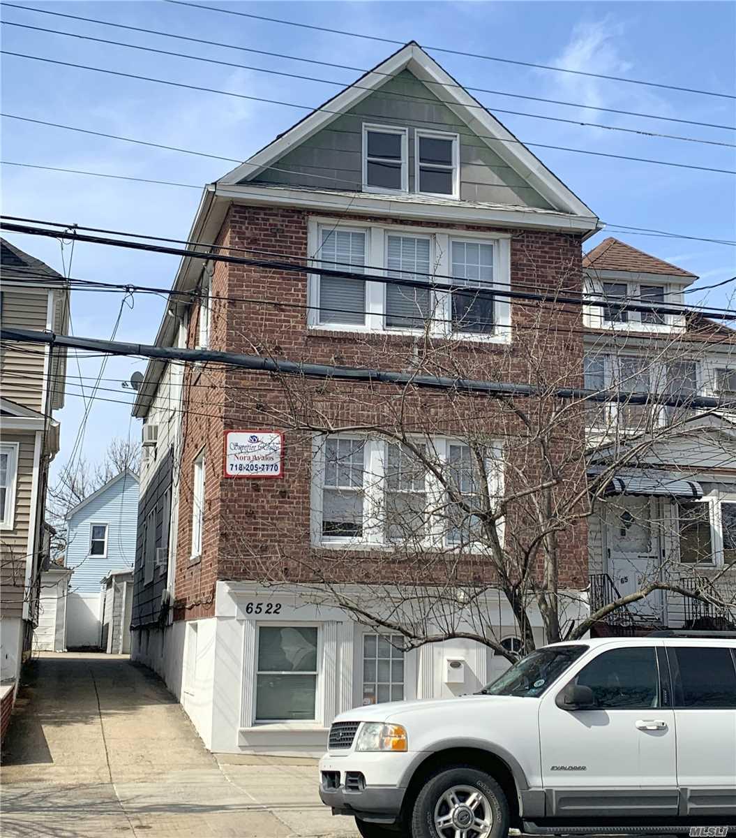 65-22 80th St Middle Village, NY 11379
