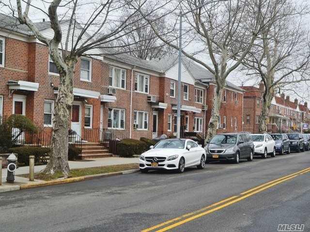 140-07 68 Dr Kew Garden Hills, NY 11367