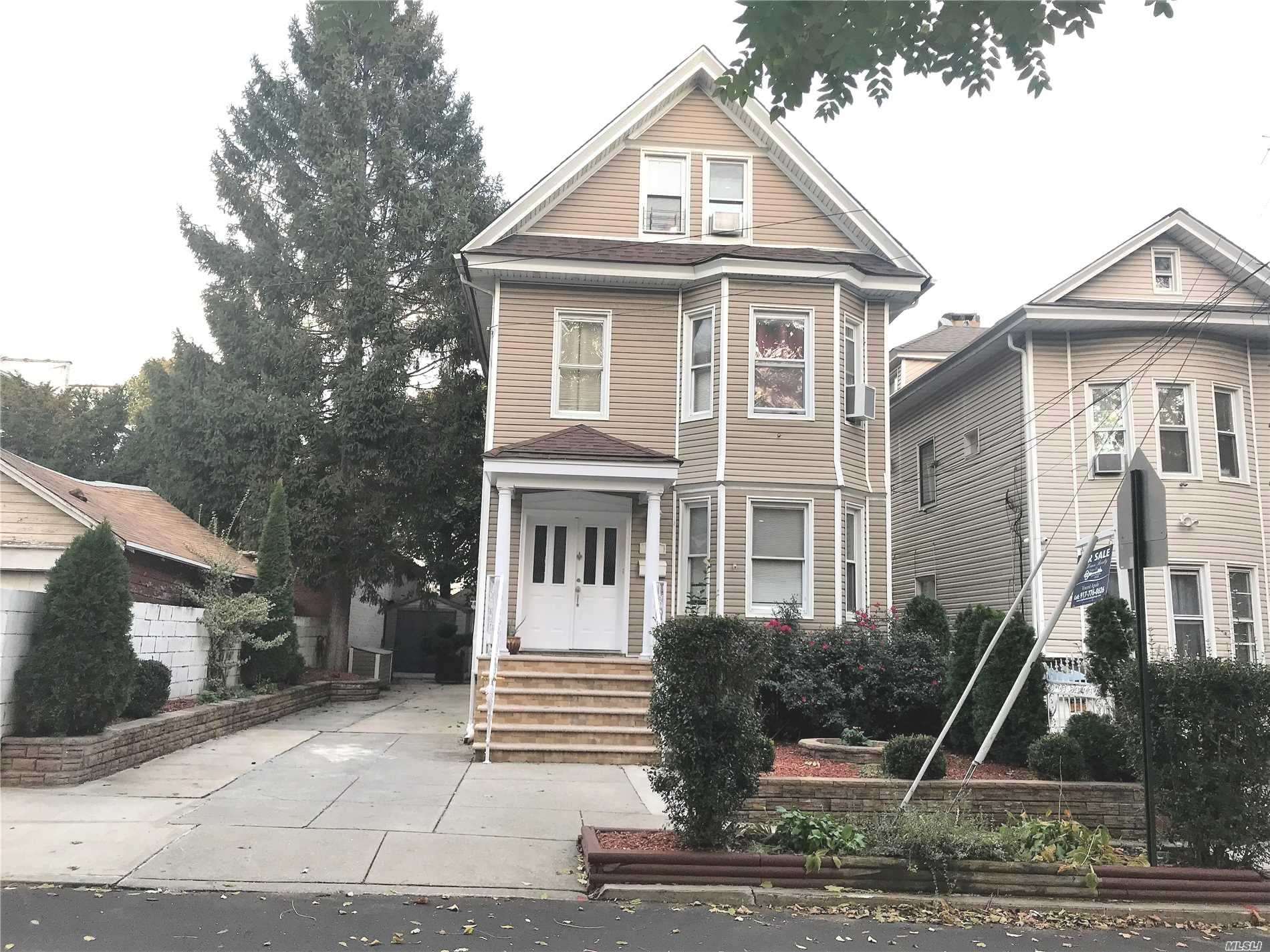 84-11 101 St Richmond Hill N., NY 11418