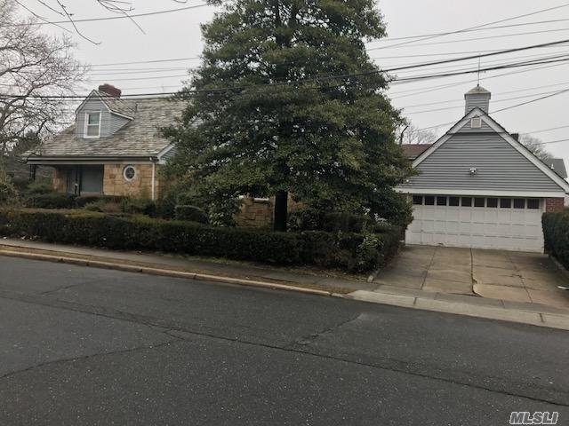 360 Leroy Ave Cedarhurst, NY 11516