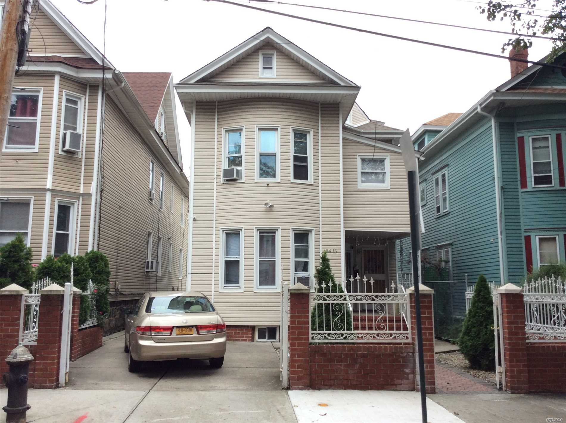 84-15 101 St Richmond Hill N., NY 11418