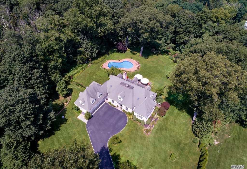 248 Private Rd Matinecock, NY 11560