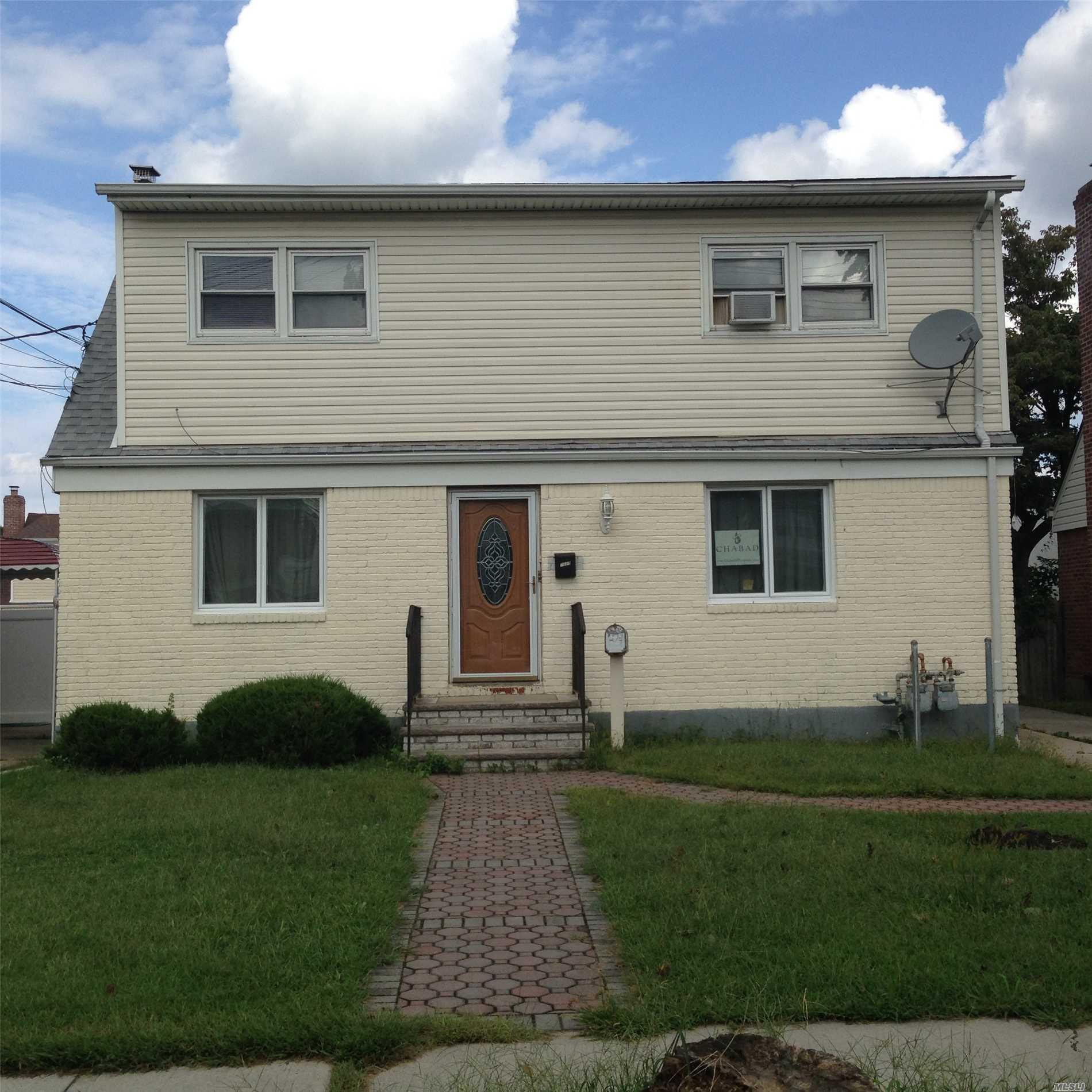 76-29 271st St New Hyde Park, NY 11040