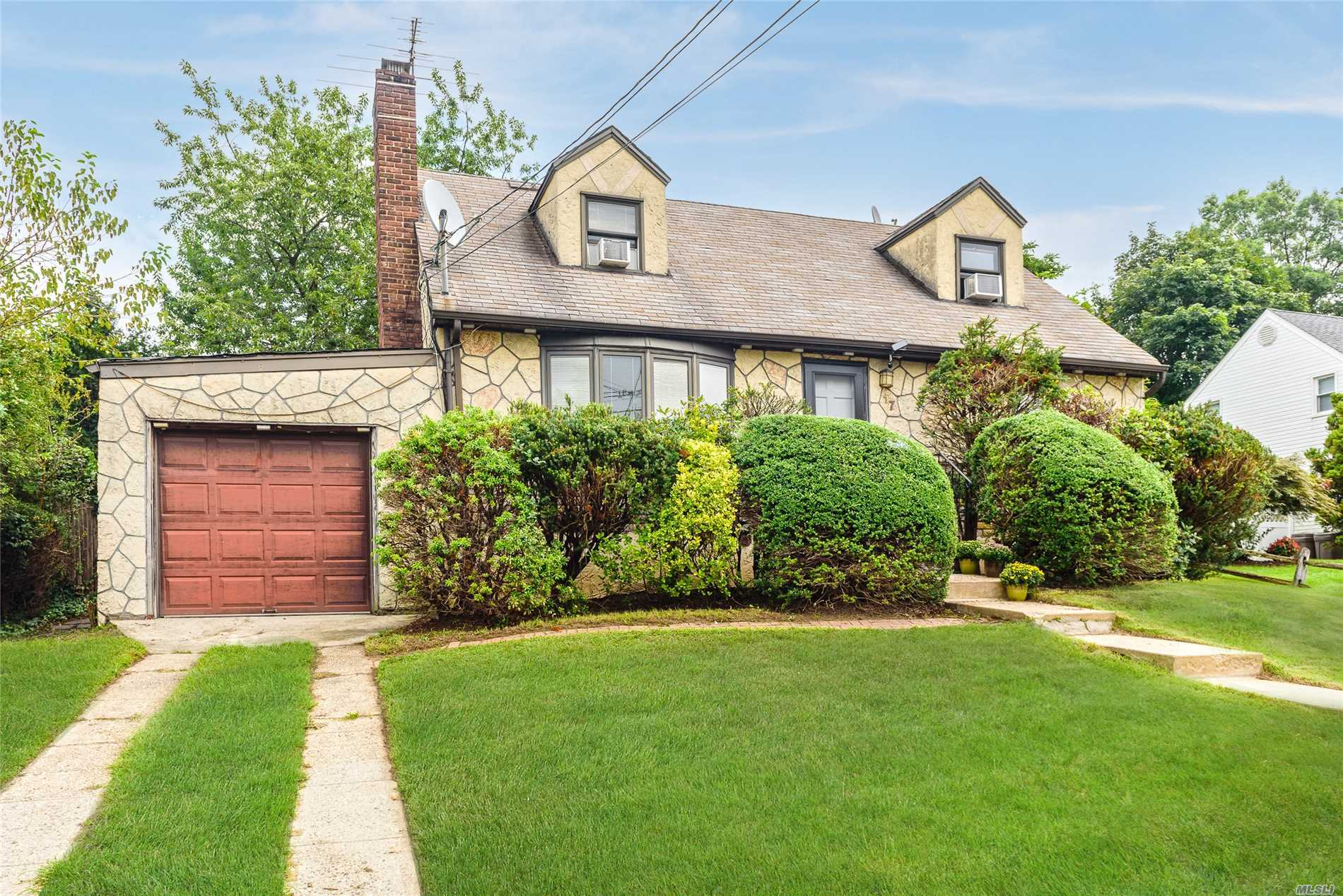 17 Shafter Ave Albertson, NY 11507