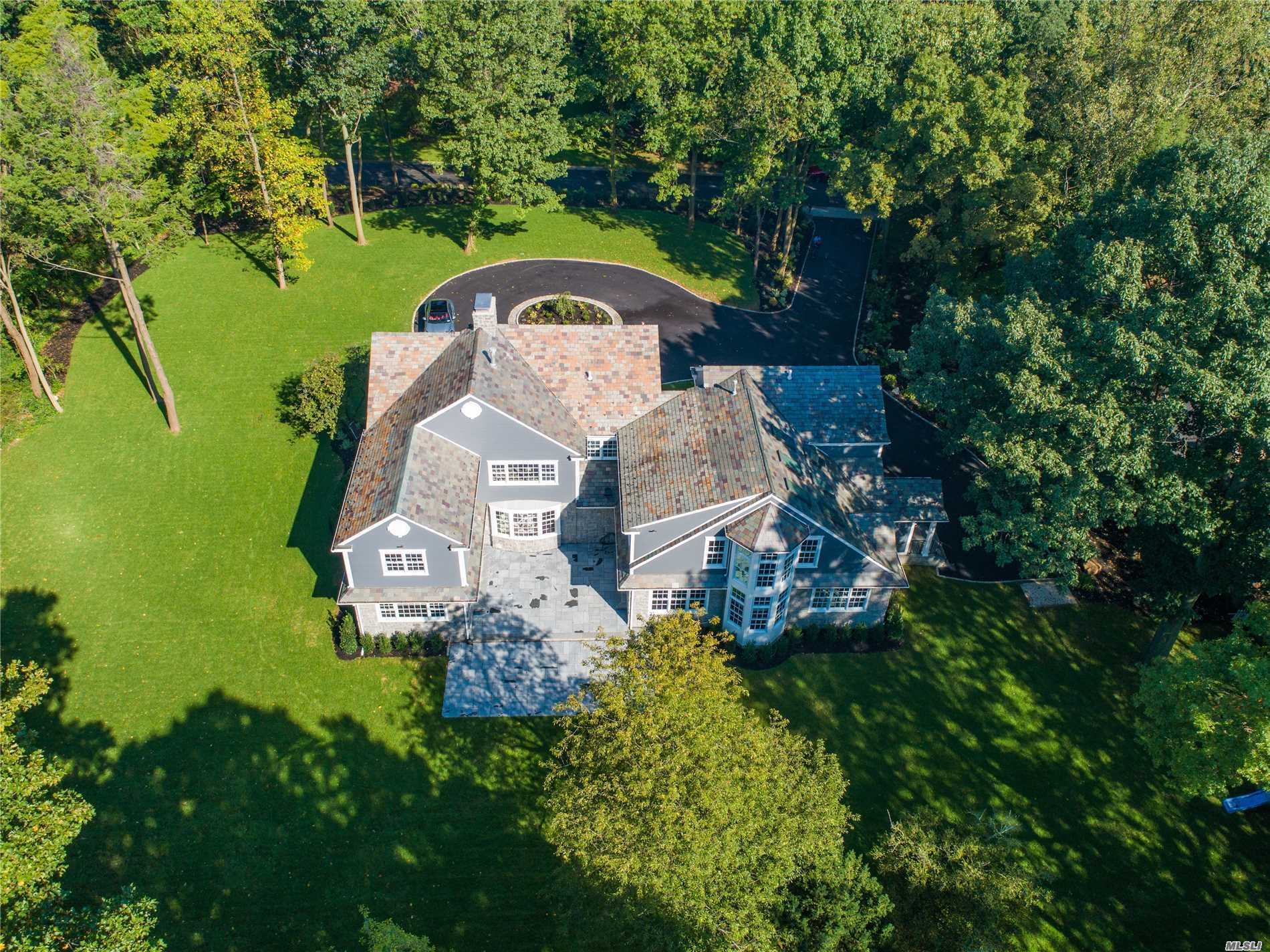 7 Bonnie Heights Rd Manhasset, NY 11030