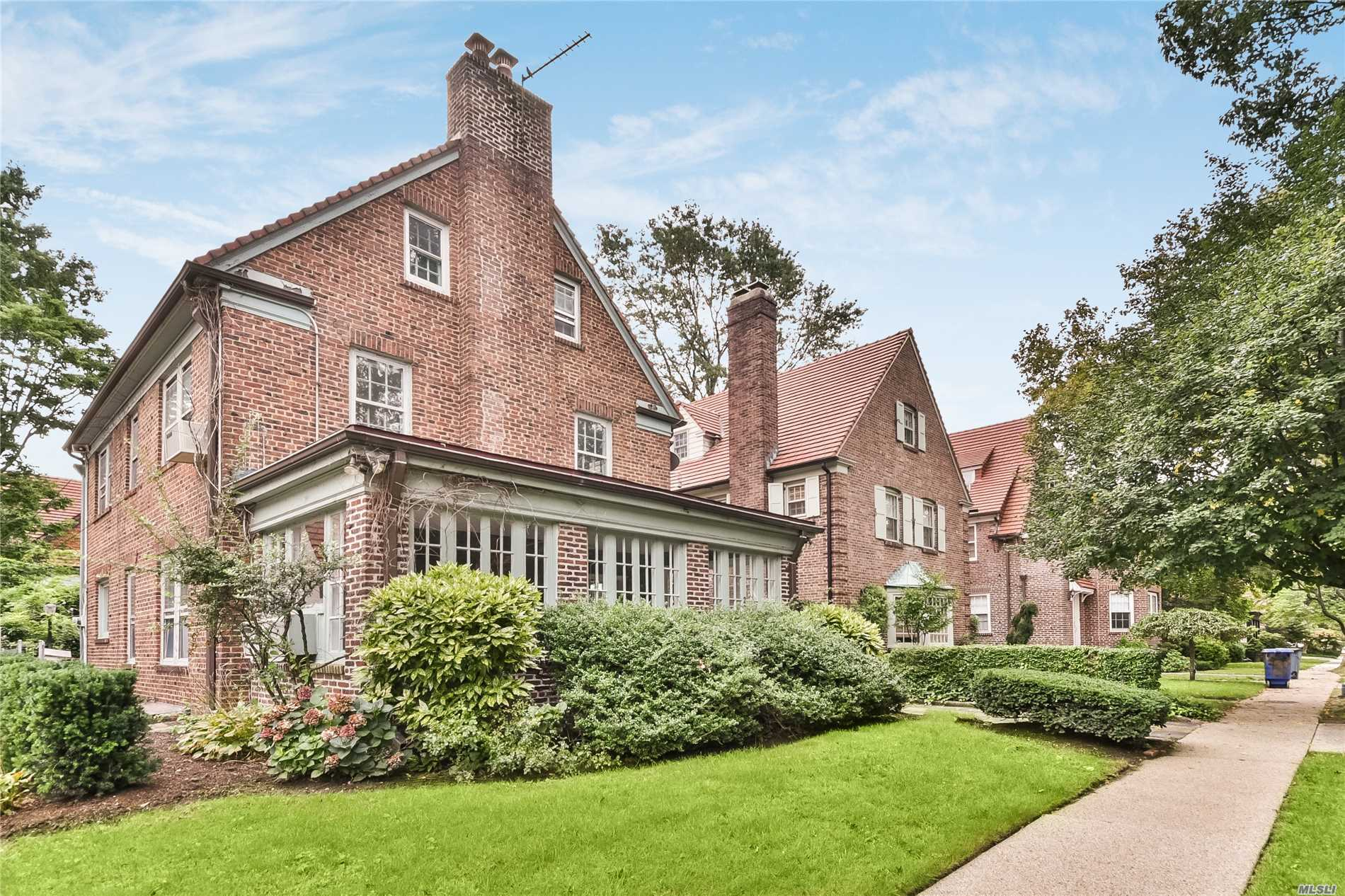 22 Summer St Forest Hills, NY 11375