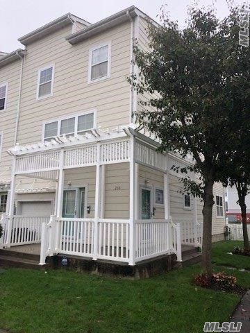 230 Beach Breeze Pla Arverne, NY 11692